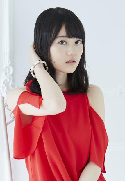 赤いトップスのかわいい生田絵梨花